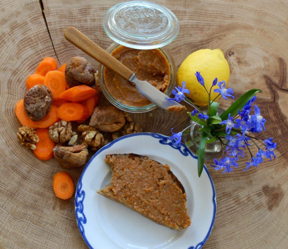 Figenpålæg m/gulerod, valnødder, stjerneanis og kanel - Vegansk opskrift - Mad med glød
