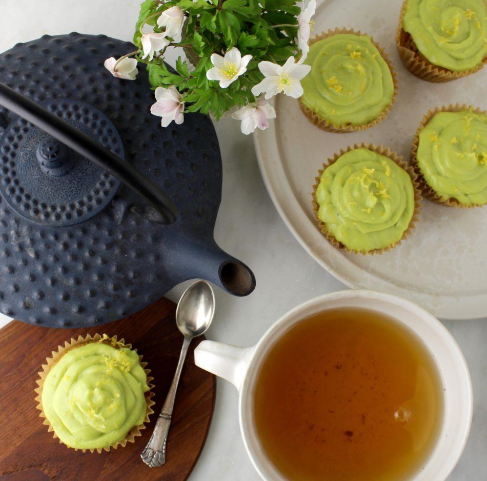 Jordskokkemuffins med hasselnødder, citronsaft og avocadotopping - Mad med glød