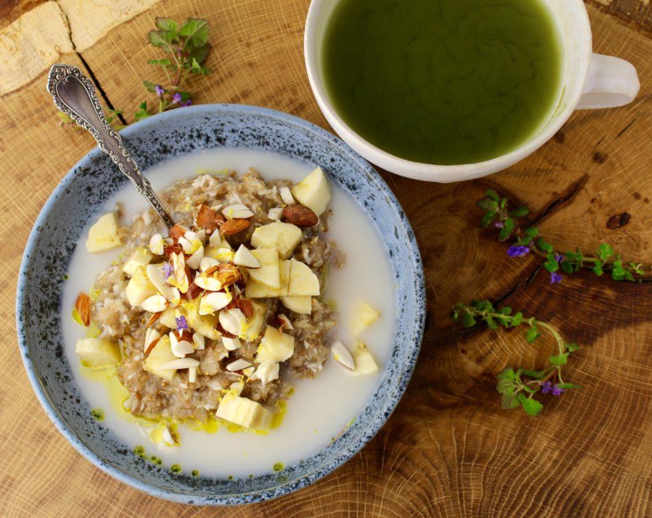 Ruggrød m/kokos, banan, mandler og hørfrøolie - Mad med glød