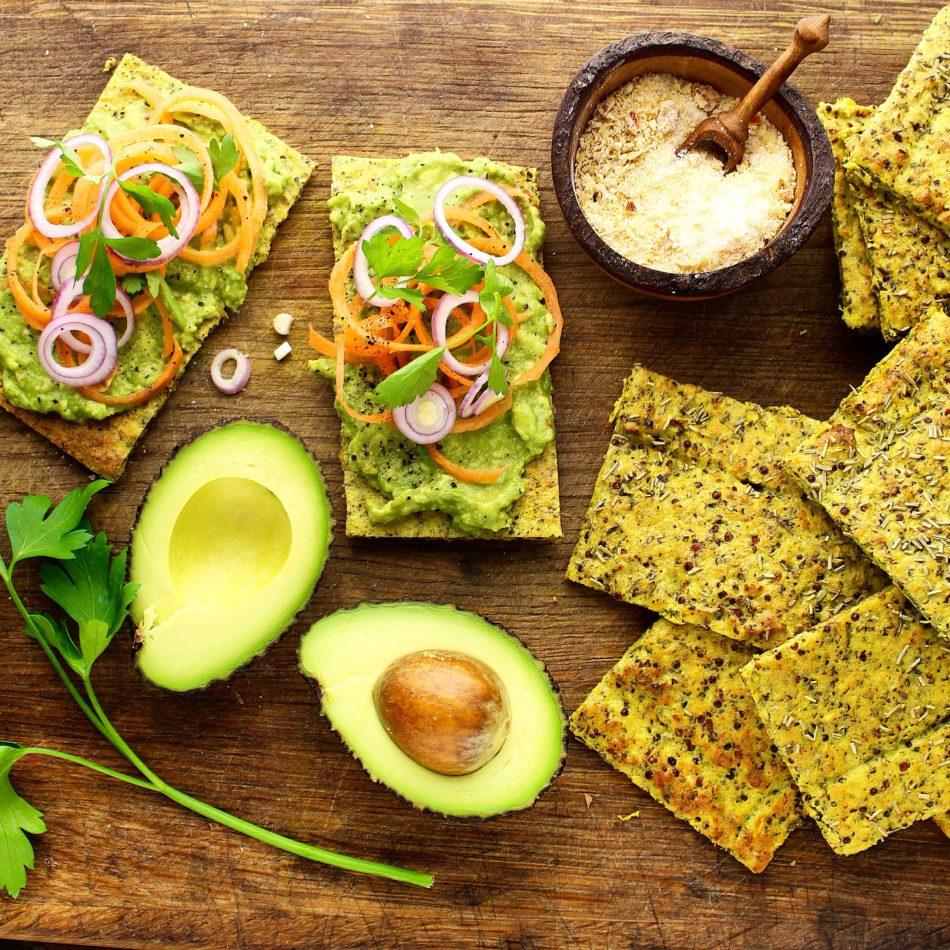 Fladbrød med blomkål, hasselnød, quinoa og gurkemeje - Glutenfri opskrift - Mad med glød
