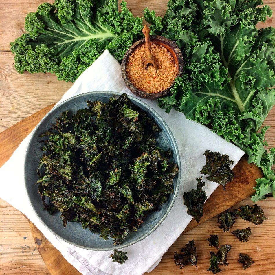 Grønkålschips med røget paprika og gærflager - Plantebaseret / Vegansk opskrift - Mad med glød
