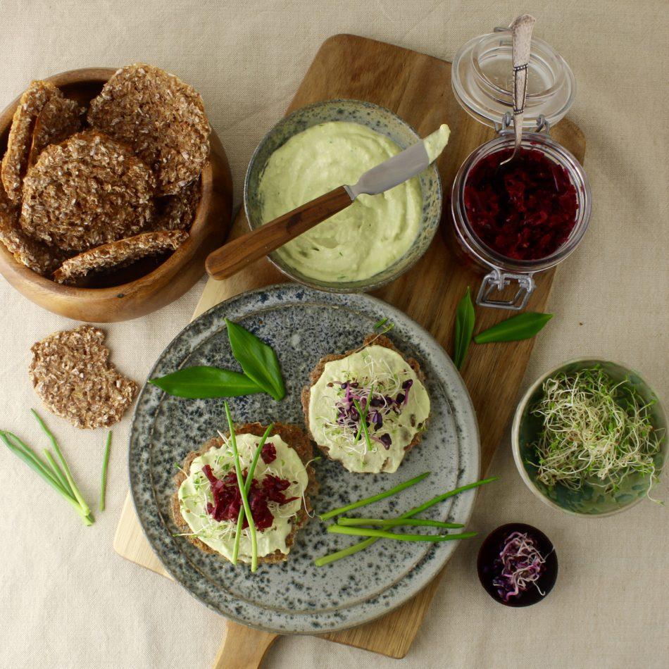 Cashewspread med ramsløg og purløg - Plantebaseret / Vegansk opskrift - Mad med glød