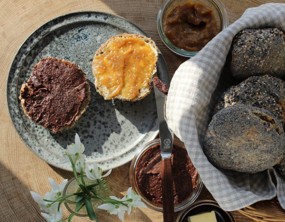 Speltboller m/ rugbrødsrester og brændenælde - Mad med glød