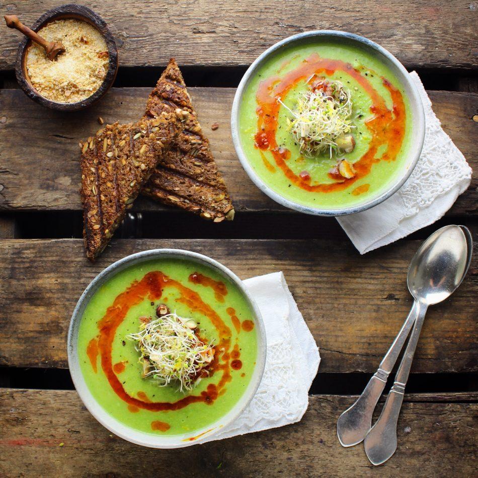 Ærtesuppe med ingefær, kokosmælk og chiliolie - Vegansk opskrift - Mad med glød