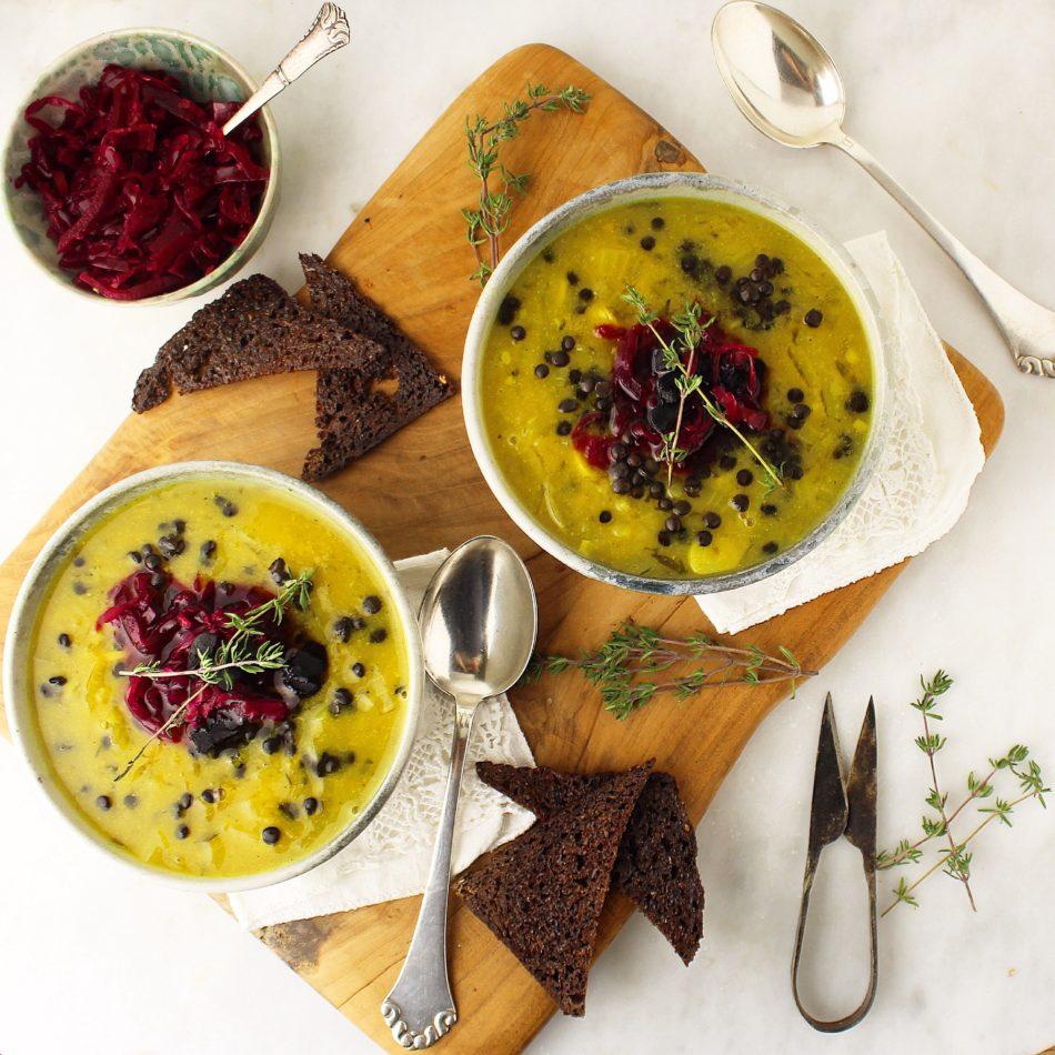 Løgsuppe med hvidløg, gurkemeje og timian - Vegansk opskrift - Mad med glød
