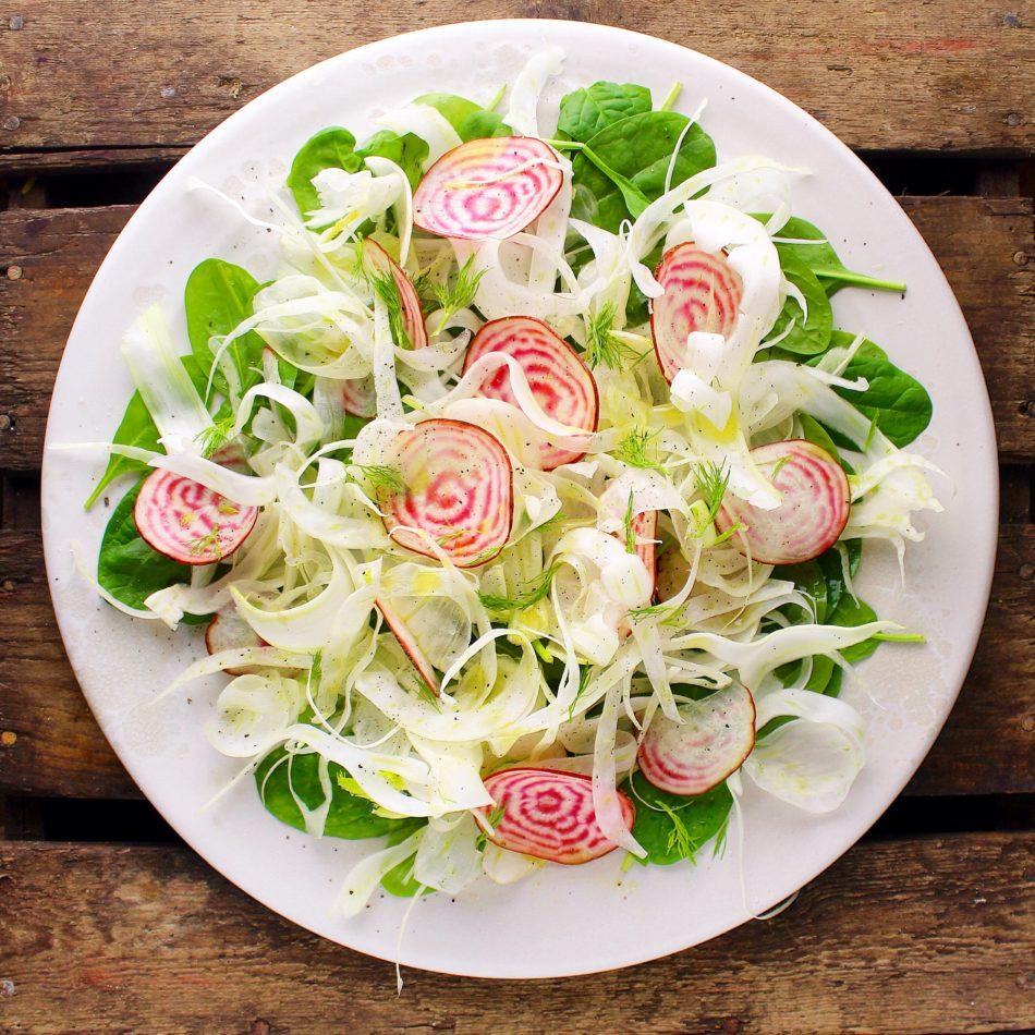 Spinat/fennikelsalat med bolchebeder - Vegansk opskrift - Mad med glød