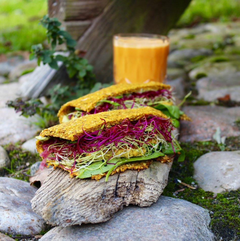 Grønsagswrap (lavet af pulpen fra saftfremstilling) - Plantebaseret opskrift - Mad med glød